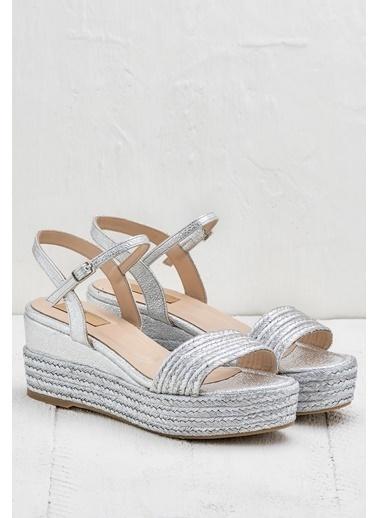 Elle Dolgu Topuklu Sandalet Gümüş